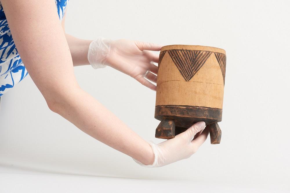 Ein Holzgefäß für Milch aus der Sammlung des Landesmuseums Natur und Mensch